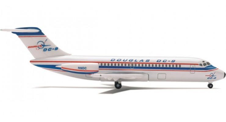 Модель самолета Douglas DC-9-10 Boeing Milestone Series 1:500 514330