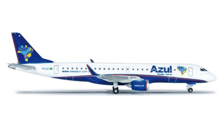 Модель самолета Embraer ERJ-190 Azul Linhas Aereas 1:500 518505