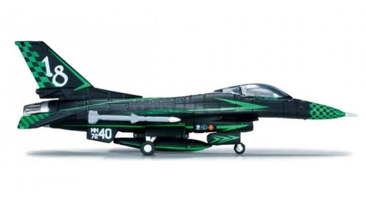 "Модель самолета General Dynamics F-16A Fighting Falcon Italian Air Force ""Green Lightning"" 1:200"
