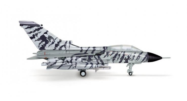 "Модель самолета Panavia Tornado ECR Luftwaffe ""Lechfeld Tigers"" 1:200"