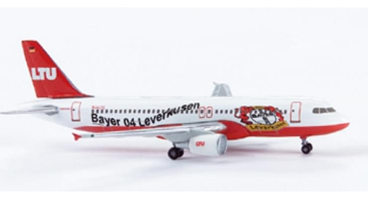 "Модель самолета Airbus A320 LTU International Airways ""Bayer 04 Leverkusen"" 1:500 502177"