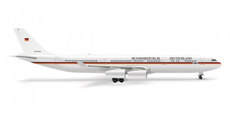 "Модель самолета Airbus A340-300 Luftwaffe ""Flugbereitschaft"" 1:500 507585"