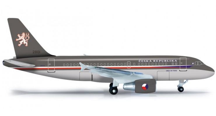 Модель самолета Airbus A319CJ Czech Air Force 1:500 523318