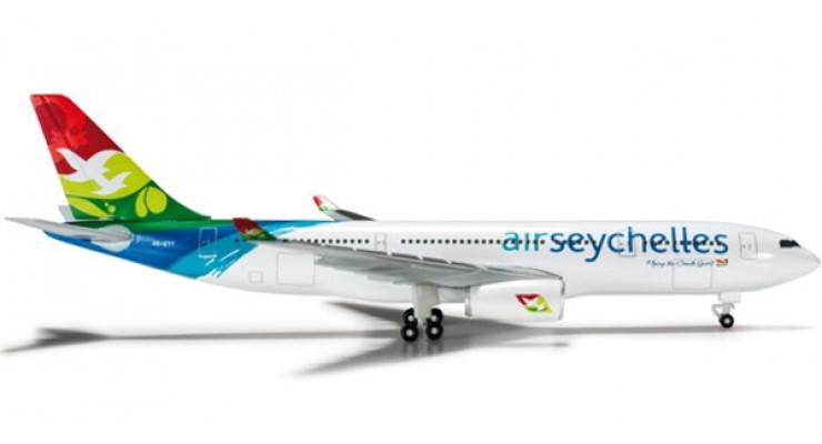 Модель самолета Airbus A330-200 Air Seychelles 1:500 524070