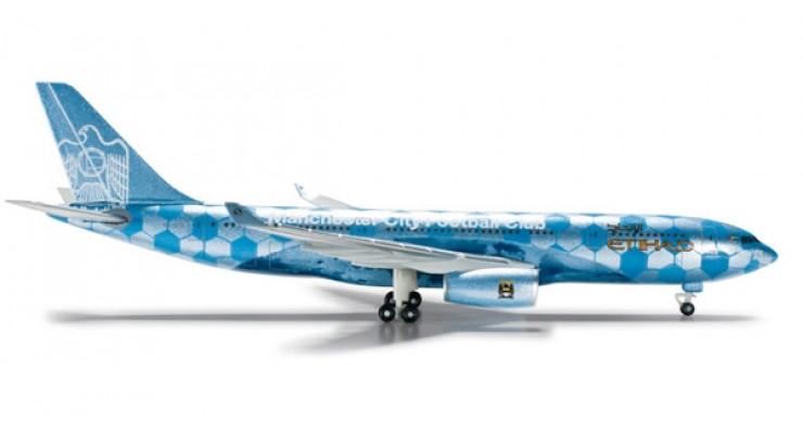 "Модель самолета Airbus A330-200 Etihad Airways ""Manchester City Football"" 1:500 524094"