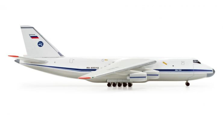 Модель самолета Антонов Ан-124 Правительства РФ 1:500