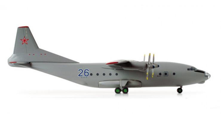 Модель самолета Антонов Ан-12 ВВС СССР 1:200