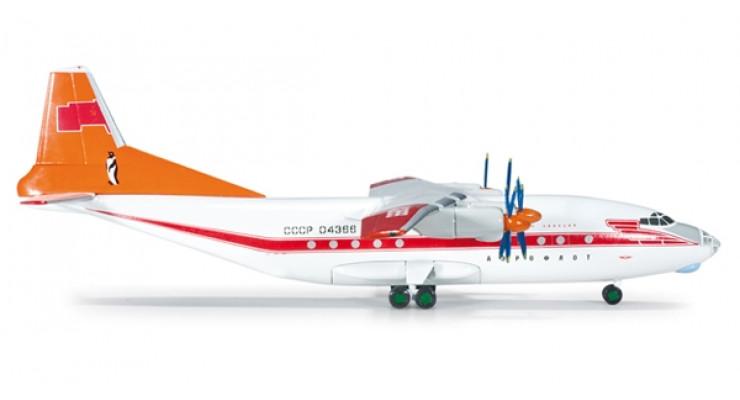 Модель самолета Антонов Ан-12 Аэрофлот СССР (полярная авиация) 1:200