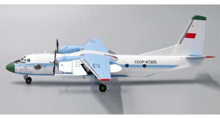 Модель самолета Антонов Ан-26 Аэрофлот 1:200