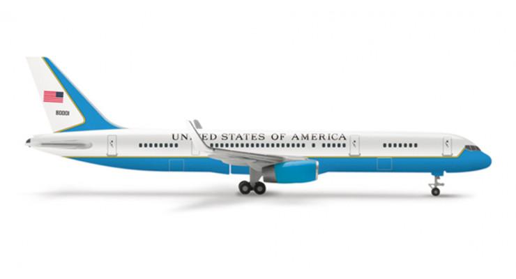 "Модель самолета Boeing 757-200 ""Air Force Two"" 1:500"
