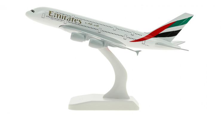 Модель самолета Airbus A380 Emirates длинна 17 см.