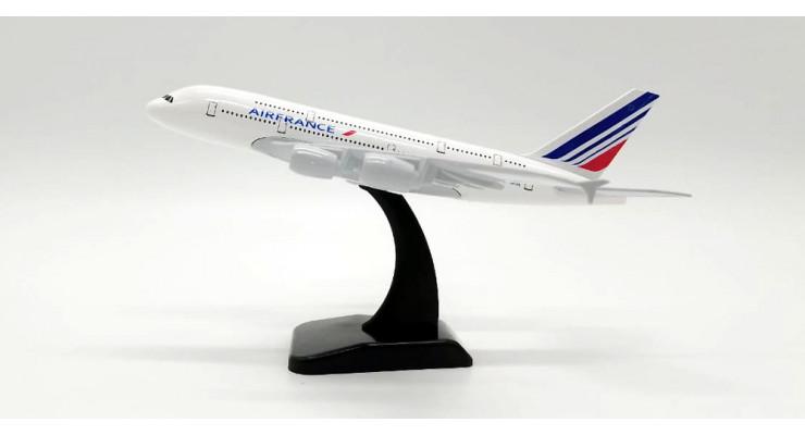 Модель самолета Airbus A380 Air France длинна 17 см.