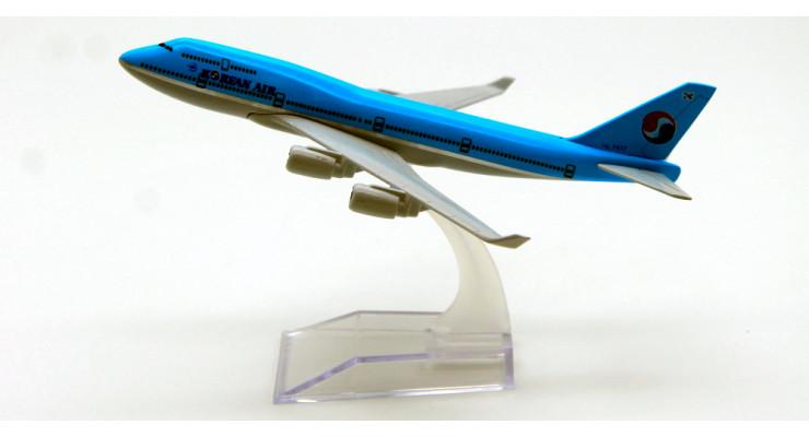 Модель самолета Boeing 747 Korean Air длинна 15 см.