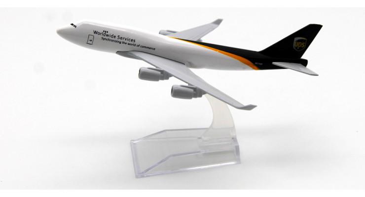 Модель самолета Boeing 747 UPS длинна 15 см.