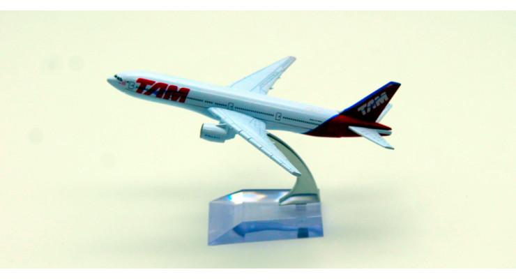 Модель самолета Boeing 777 TAM 15 см.